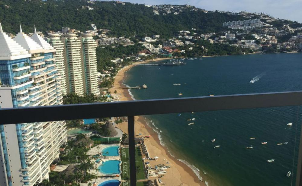 View from the 30th floor balcony at La Palapa Acapulco